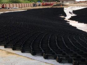Укрепление откосов пруда георешеткой от ЕвроДор