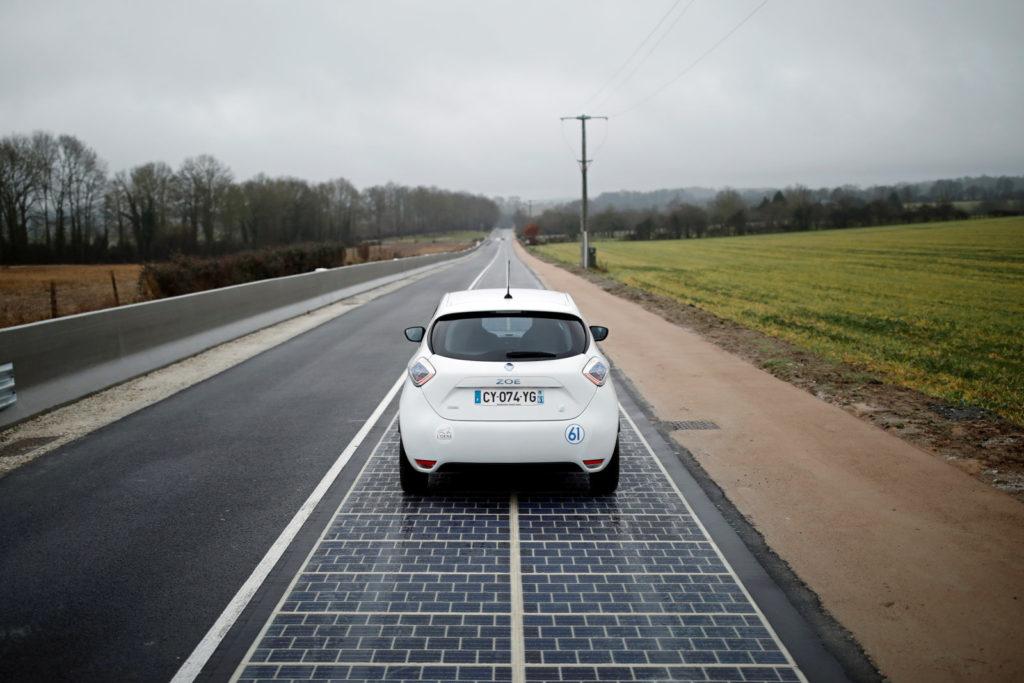 В Нормандии открыли первую дорогу на солнечных панелях