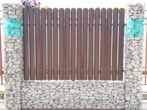 Сварной габион в заборе Зелёный Купол